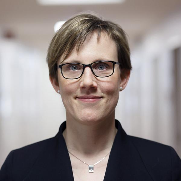 Prof. Dr. Esther Troost